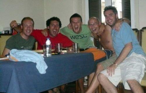 Pletóricos uno del sur de Cardiff, Álvaro, Robert, Mihael y Gorka